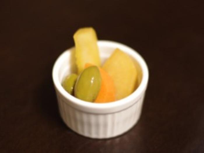 こちらもカレー風味のピクルスレシピ。オリーブがオシャレ♡