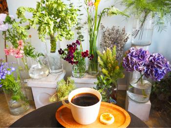 お茶とスイーツを楽しみながら、どのお花を連れて帰ろうか?なんてゆっくり考える時間も楽しいですね。