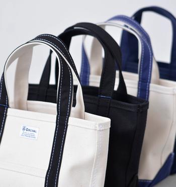 バッグはそれぞれの素材に合った方法でお手入れする必要があります。素材の持つ特性を見極めつつ、まずは目立たないところでそのお手入れ方法を試してから全面にうつるようにしましょう。