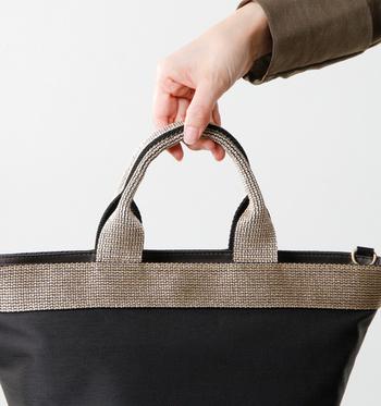 ナイロンやビニロンといった素材のバッグは表面やハンドルがよく汚れるほか、縫い目のところがほつれてくることもあります。