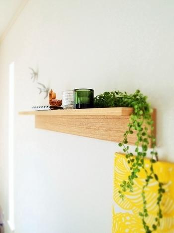 もちろんリビングも、取り付けるだけでとってもおしゃれになります!小さめの観葉植物を置いたり、写真立てを飾ったり、使い方は無限大です。
