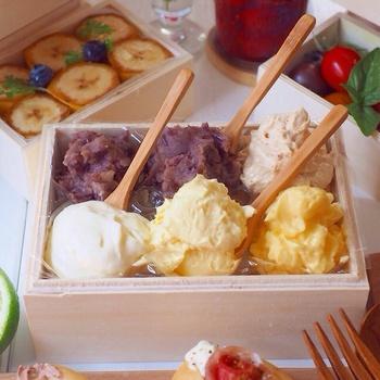 フルーツやホイップクリームなど、具材の入れ物を工夫するだけで、こんなにカラフルで楽しい食卓に。子供の誕生日パーティーにも使えそうな素敵なアイディアです。