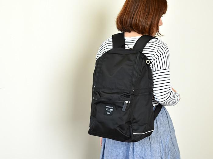 軽くて丈夫なナイロンやビニロンは、バッグパックなどにもよく使われる素材です。気づくとヘビロテで使ってしまうことの多いバッグですよね。