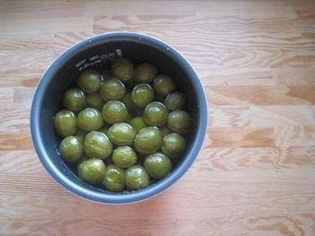 普通に作ると一か月かかる梅シロップも、炊飯器の手にかかれば一晩で作れちゃいます。 夏からにピッタリの爽やかなドリンク。飲みたいな、と思った時にすぐ作れるところが◎