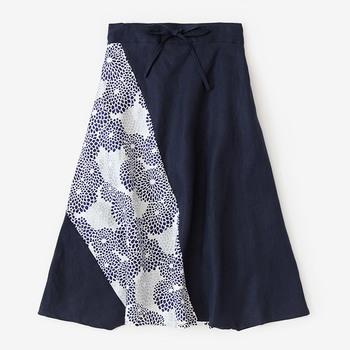 「富士」とは、イスラム文化圏の民族衣装「サルール」を元にデザインされたパンツのこと。形が富士山に似ていることから名づけられたそうです。