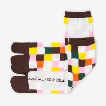 日々(ひび) つくも   カラフルな色使いですが、派手すぎず優しい印象の普通丈靴下。コーディネートのアクセントにどうぞ。