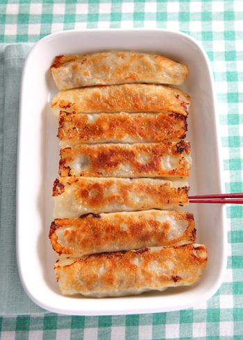 お弁当にも使える、さっぱりとした梅じそ棒餃子。香りもよく、ついついお箸が止まらなくなる一品です。