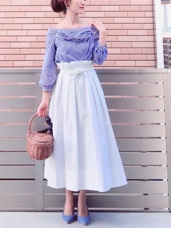 しっかりとした持ち手は持ちやすく、大きめの縁の編みがオシャレ。バスケットタイプは、手持ちのスカーフで色や柄、光沢感や透け感をプラスするなど簡単に変化を加えることもできます。