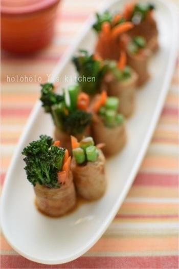 いつもはインゲンなどで作る肉巻きを、スティックセニョールで試してみて。仕上がりが花と茎で異なる形になるので、お皿の中にリズムが生まれて、楽しい食卓を演出できますよ。