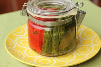 ピクルスと言っても、さまざまな種類のピクルスがあるんですね!季節の野菜を使ってオリジナルピクルスを作ったり、変わり種ピクルスに、ぜひ挑戦してみてください。野菜別にステキな保存瓶に詰めてキッチンに並べておけば、カラフルでカフェのような明るいキッチンになりますよ♡