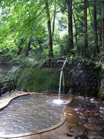 近くに足湯や温泉があれば、ゆっくりお湯につかって疲れをいやすのもいいですね。