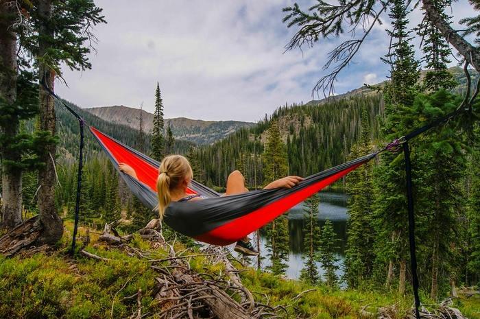 初心者の方でも安心して楽しく過ごすためのキャンプのルールをご紹介しましょう!何を準備して何を用意したら良いかわからないという方でもキャンプの基本ルールを頭に入れておくことで、楽しく快適に過ごすことができますよ。貴重な非日常体験ができるキャンプの基本ルール、最低限これくらいは覚えておくと良いでしょう。