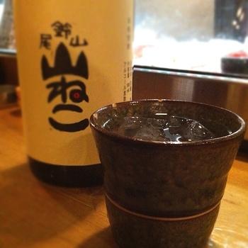 飲み物のグラスも、それぞれのお酒をおいしくいただける最良の器が選んでいるそう。そんなところにも注目していると、立ち飲みの奥深さを感じますよね。