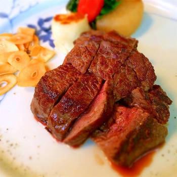 なんだか力が入らない、元気がないなら、ランチこそしっかり摂りたいもの。ステーキや焼き肉などのお肉料理でスタミナをつけましょう!