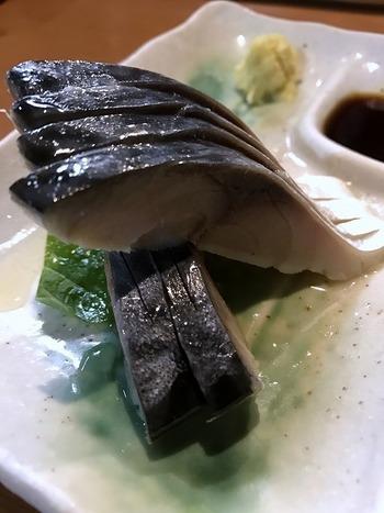 数ある魚料理の中でも、特におすすめしたいのが鯖を使ったメニュー。絶妙の酢加減でしめられた「さばのきずし」は、新鮮な味わいも残す感動のおいしさ。