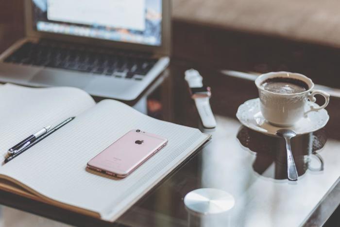 """夢を実現するために、資格取得の勉強をするのにも昼活はおすすめ。昼食前の""""30分""""などに設定して、無理のない勉強時間を確保しましょう。"""