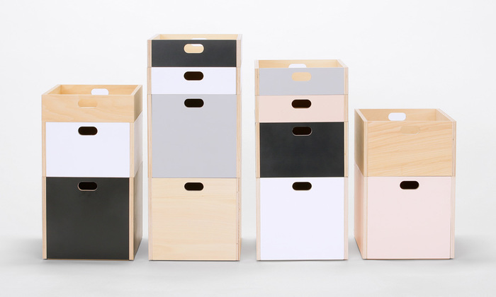 持ちやすく、飾りやすく、重ねやすいシンプルなデザイン。木の風合いにマッチする真鍮のビスの上品な雰囲気。数枚の板を組み立てるだけで生まれるLINDEN BOX(リンデンボックス)は、場所やシーンを問わず色々な場所で活躍してくれます。サイズは大きさによって選べるS・M・Lの3サイズ。5色のナチュラルな色合いからお好みのものを選べます。
