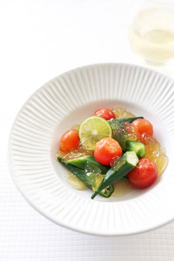夏のレシピに、目にも涼やかな彩りを与えてくれるのがジュレ。とろりと素材に絡むので、ドレッシングのかけすぎも防げます。