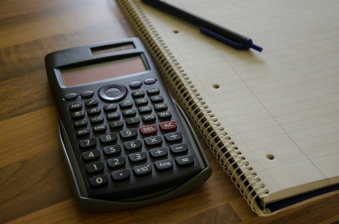 貯金をするにあたって有効な手段とされているのが「家計簿」。月ごとの収支を把握することで、家計の無駄を発見することができ、支出を抑えることができるためです。