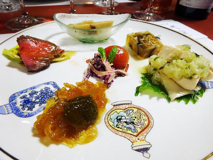 料理に使う京野菜は、料理長自ら毎朝契約農園で収穫し、厨房へ運んでいるそう。素材の味を大切にした中華は、ワインとも相性が◎。