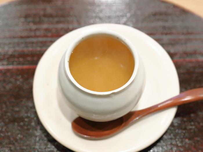中華では、一番贅沢な料理だともいわれるスープ。一番出汁でつくる上湯スープは、濃厚で高貴な味わいです。