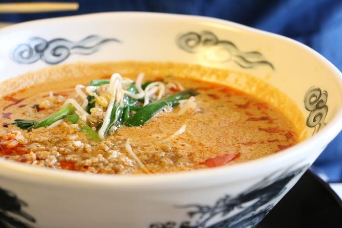 人気の担々麺をはじめ、ランチでは麺類のセットメニューなどをリーズナブルな価格で楽しめます。