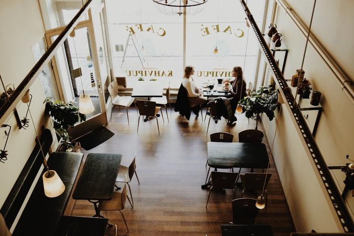 ランチをかねて、仕事の仲間とコミュニケーションをとる時間に。意思疎通ができるといつもの仕事もスムーズになりますよね。