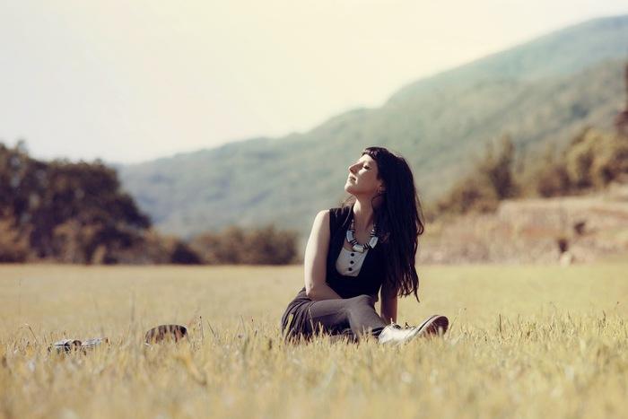 """そんなとき、とりあえず""""目の前のことに集中する""""と、雑念が取り払われて余計な不安や悩みが去っていきます。精神的に余裕が生まれ、心が整うので、結果的に毎日により満足感を感じることができるようになります。"""