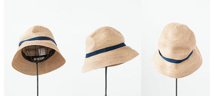 くたんとした質感が手に馴染み、ずっと愛用してきたかのような雰囲気のグログランリボンハット。その柔らかさがあるからこそ、型崩れの心配がないので、帽子は収納スペースを取るから…と心配している人にもおすすめの麦わら帽子です。