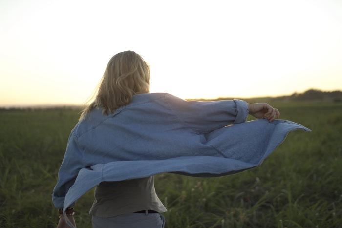 人生は修行そのものであり、我々の周囲はすべてが学びの場。心がけ次第で、どんな場所や状況下でも自分を成長させる道場になるのです。これとよく似たものに「歩々起清風(ほほせいふうをおこす)」という禅語もあります。今目の前にあることに無心になって取り組んでいると、あるとき心地いい風があなたの頬を優しくなでてくれるのです。