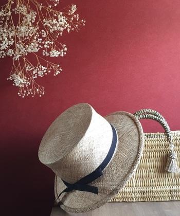 帽子へのそこはかとない愛情を感じるブランド「BERRETTA(ベルレッタ)」。ハンドワーク中心に帽子の製作・販売をしているブランドです。自分だけのモノにこだわる人に選んでほしい麦わら帽子です。