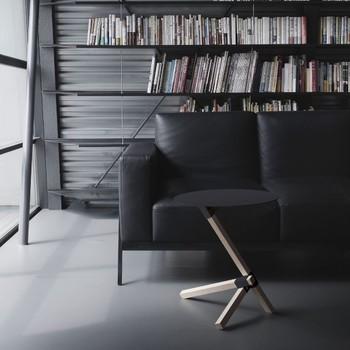 サイドテーブルはデザインが個性的なので、置くだけでインテリアのアクセントになりますね。