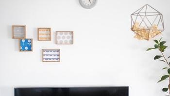 真っ白な壁面は、ディスプレイスペースとして楽しめます。手作りした自分好みの木製トレイを飾ったり、ファブリックボードやポスターなど、壁にかけるだけでお部屋の雰囲気を変えることが出来て、気分に合わせて気軽に取り替えることが出来ます。