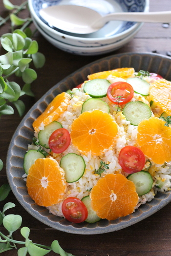 みかんをちらし寿司に使うの?と驚きの声が聞こえてきそうな一品。まるでサラダみたいな洋風ちらしは新しい感覚でパーティーを楽しく盛り上げてくれそう。