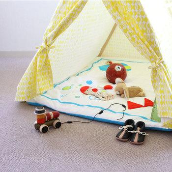 保育園や子育て応援広場など、公共の子どものためのスペースは、安全や過ごしやすさを考えて作られているので、参考にしてみるとお家の子どもスペース作りに役立つことがありますよ。