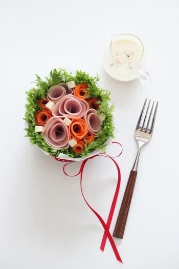 究極のビジュアル系「ブーケサラダ」は、特別な日のおもてなしにはもちろん、ふだんの食卓もおしゃれで華やかに演出してくれます。しかもとっても簡単で、アイデアを考えるのもわくわく楽しい♪あなたも、美しいブーケサラダを作ってみませんか?