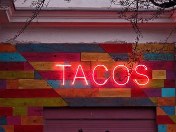 暑い夏にはぴったりの「タコライス」やスパイシーなメキシコ風のお料理。おうちでカフェ風に盛り付けて、あなただけの味を楽しんでみては、いかがでしょうか?