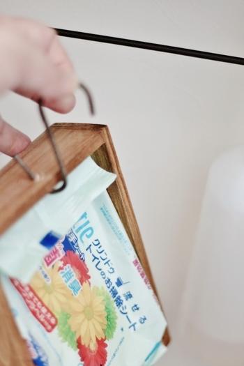 汚れた時にサッと取り出したいお掃除シートは木箱で目隠し。お洒落な収納と使いやすさを兼ね備えています◎