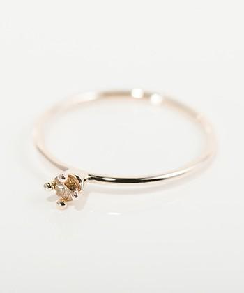 """ダイアモンド(ダイヤモンド)は、金剛石とも呼ばれ、美しい煌めきと強い硬さを持って宝石の中でも代表格の存在。""""永遠""""の意味を持つダイアモンドは、誕生石としてはもちろん、結婚指輪としても身につけたい宝石です。"""