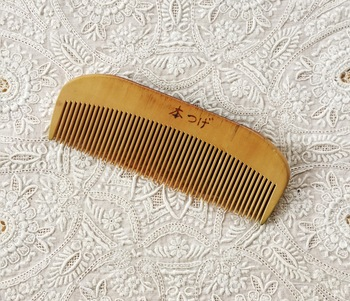 とかす度に美しい髪へ。オイルと100円のクシで【つげ櫛】風コームを作ろう!
