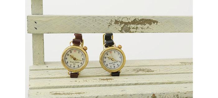 こちらは腕時計。真鍮部分ははじめからダメージ加工されているので、アンティーク感たっぷりです♡ベルトの革も真鍮部分も、どちらもエイジングが楽しめますね。