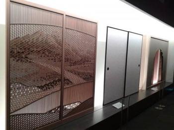 大工道具から参考文献まで、1万点あまりを収蔵しています。匠たちが使い続けてきた大工道具が展示され、歴史的建造物や襖などの建具が、どの道具でつくられたかを知ることができます。