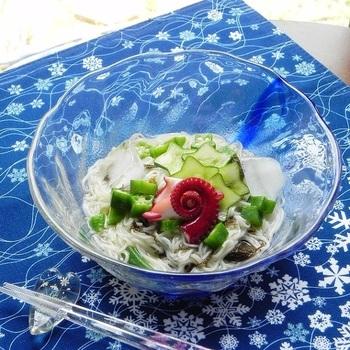 夏バテで食欲が無いときでもさっぱり食べられる冷たい麺類は、夏の食卓の強い味方。アレンジレシピで色々な味を楽しんでくださいね。