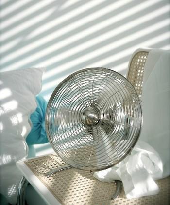 """ちょっと蒸し暑い時には""""サーキュレーター""""を使って、お部屋の空気を循環させてみませんか?近ごろはお洒落なものもたくさん!お部屋にぴったりの""""サーキュレーター""""があれば、夏がもっと快適に♪"""