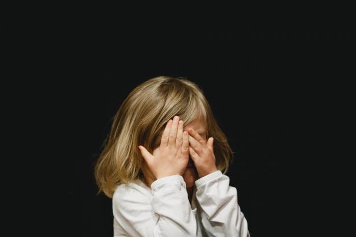「涙活(るいかつ)」という言葉はご存知ですか?泣くことはストレス発散になると言われています。難しいかもしれませんが泣いてみてください。なんとなくすっきりして寝つきがよくなるでしょう。