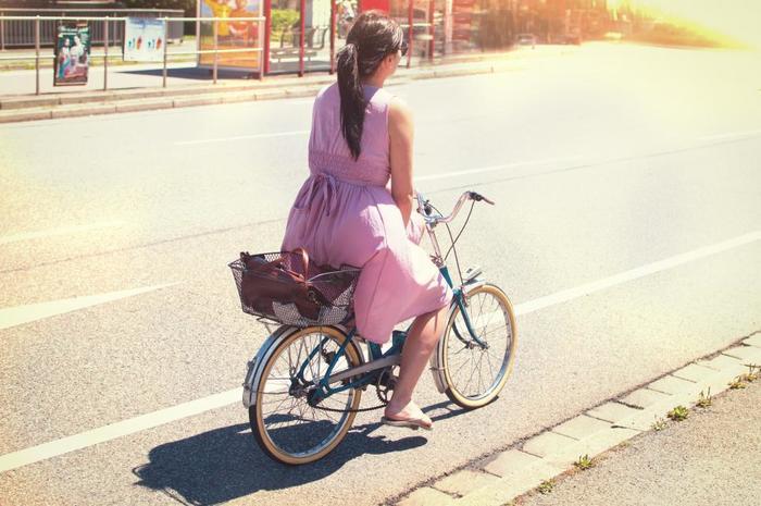 歩く・走る・階段を使う・自転車に乗るなど、日常生活の中でも意識して動くようにしてみましょう。夏であれば少し動いただけで汗が出てきます。汗をかいた日は身体が程よく疲れていい睡眠ができます。