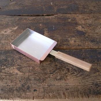 料亭や有名和食店でも使われる名品。熱伝導がいい銅製で、卵をふっくら焼き上げてくれます。