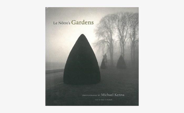『Le Notre's Gardens(ル・ノートルズ ガーデンズ)』は、フランスの造園家のアンドレ・ル・ノートルが造った庭園を撮影した写真集です。