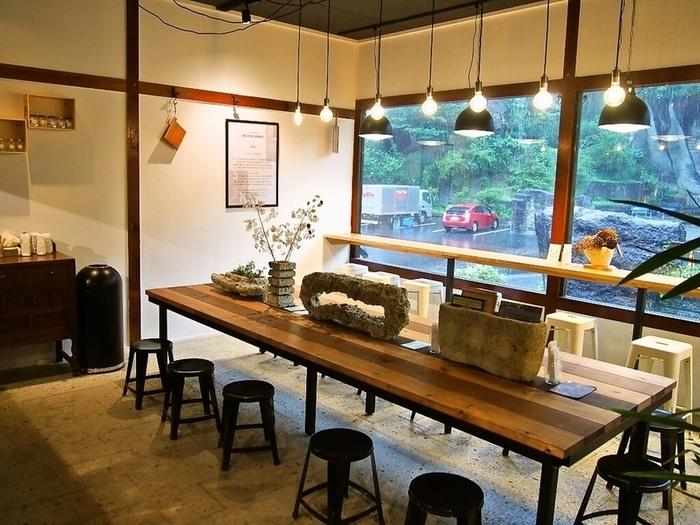 館内にはリニューアルオープンしたおしゃれなカフェがあり、くつろげます。ガレットが人気のメニューですよ。