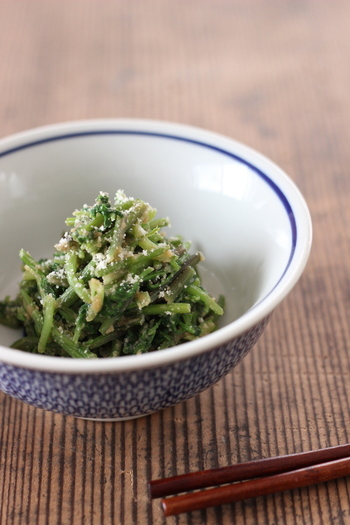 つぎに、パクチーを使った和食や洋食のレシピをご紹介します♪  身近な調味料や食材で作れるものばかりですので、ぜひチャレンジしてみてくださいね。